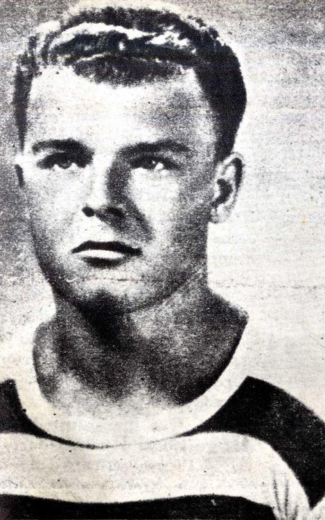 Ông đã chơi cho nhiều đội trước khi đến với Barça như Ganz, Ferencvaros, Bratislava, Vasas de Budapest và Pro Patria Italiana.