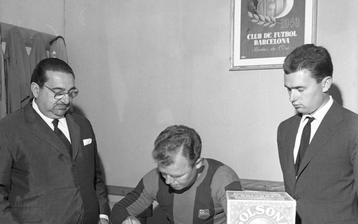 Ông ký hợp đồng vào 15/6/1950, nhưng phải tới năm 1951 ông mới được chính thức ra sân vì sự quan liêu và cản trở của chính quyền