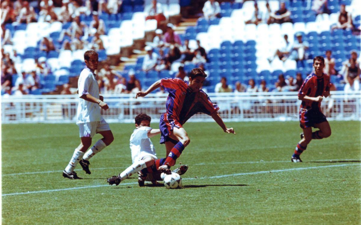 Xavi Hernández en una acción del partido en el Bernabéu | SPORT