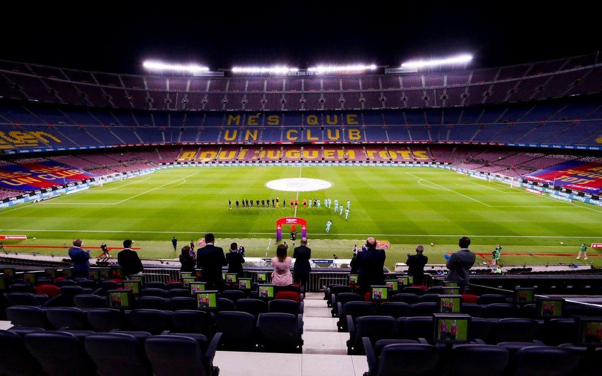 El Camp Nou recorda les víctimes de la Covid-19
