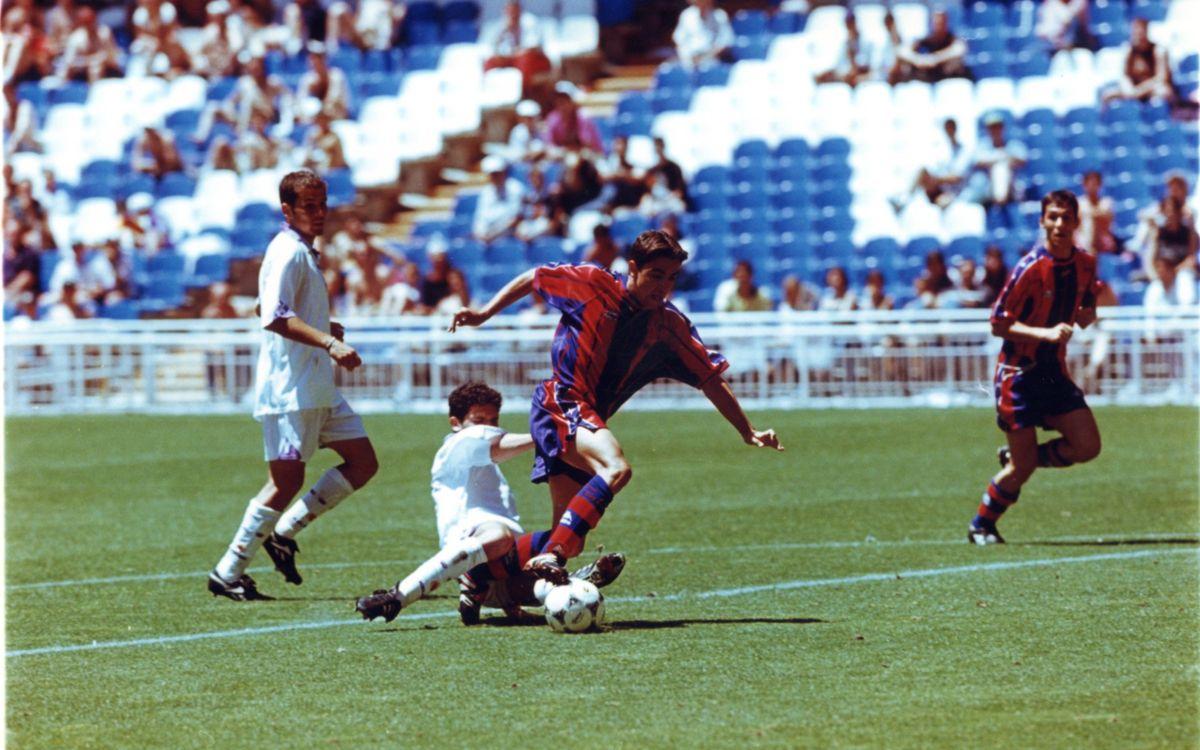 Xavi Hernández en una acció del partit al Santiago Bernabéu   SPORT