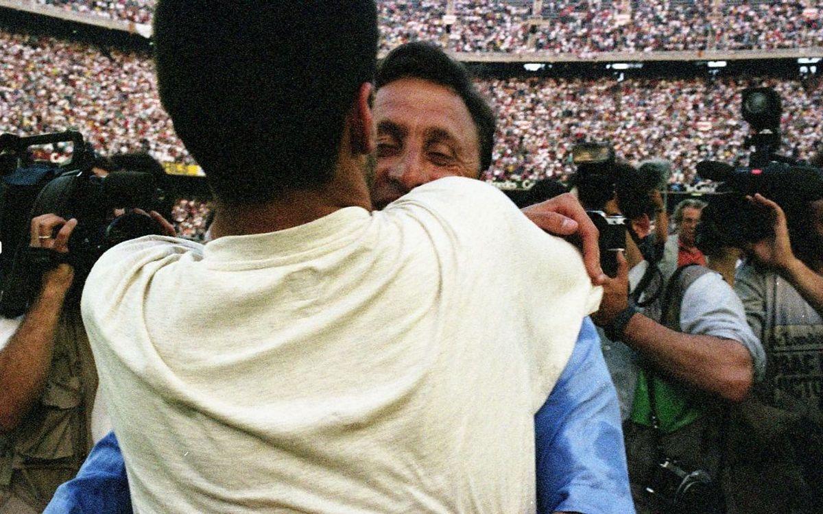 Guardiola, abraçant-se amb Cruyff després de guanyar la Lliga 1992/93.