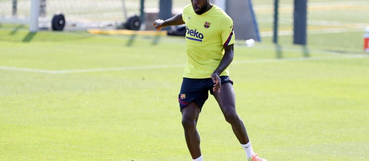 Umtiti with a left knee problem