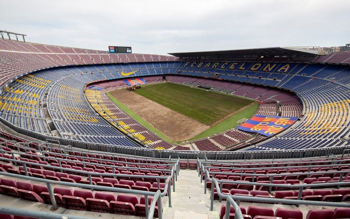 Camp Nou replaces turf in preparation for the new season