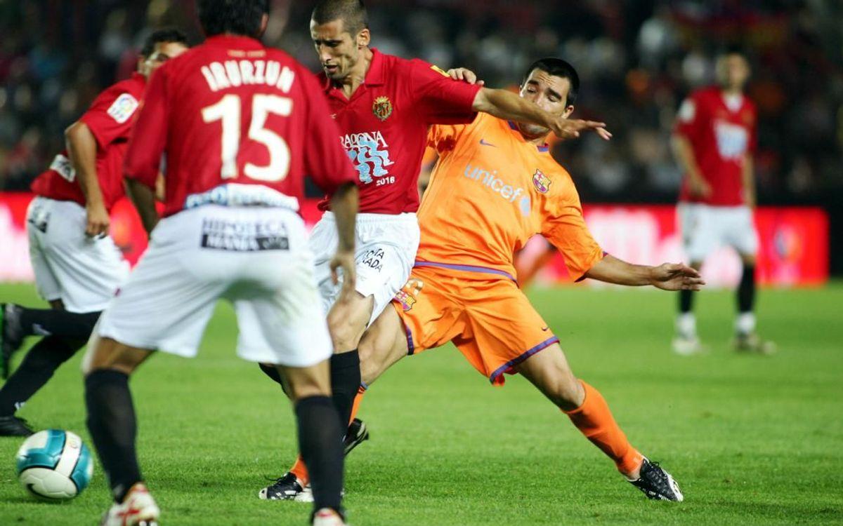 Deco playing against Nástic de Tarragona.