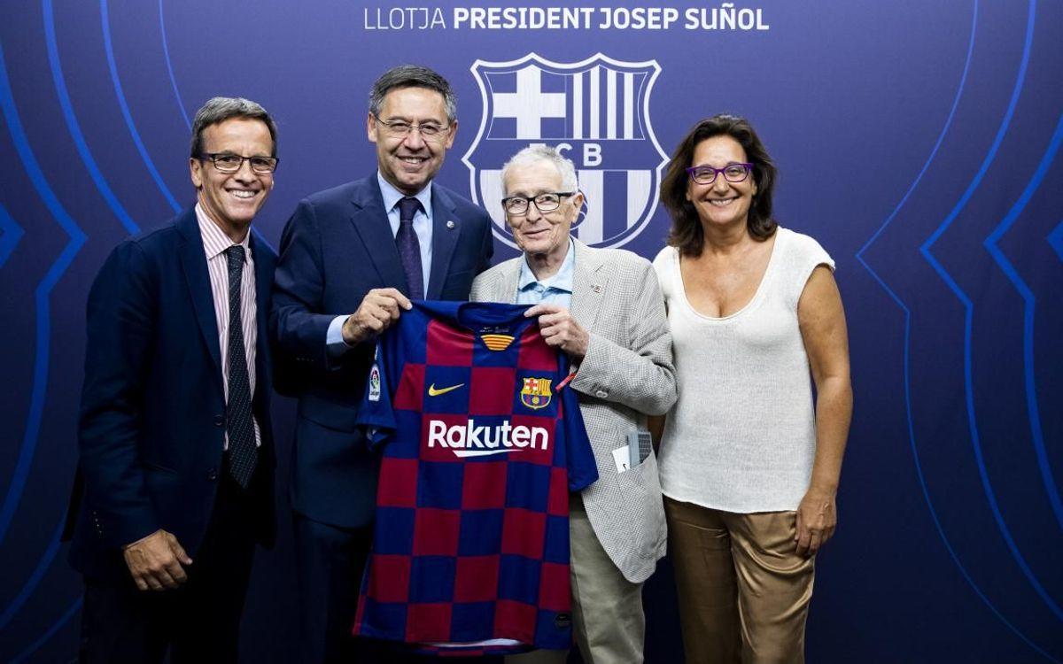 D'esquerre a dreta, el director del Museu Jordi Penas, el president Josep Maria Bartomeu, el dibuixant Fer i la Delegada de Cultura Teresa Basilio.