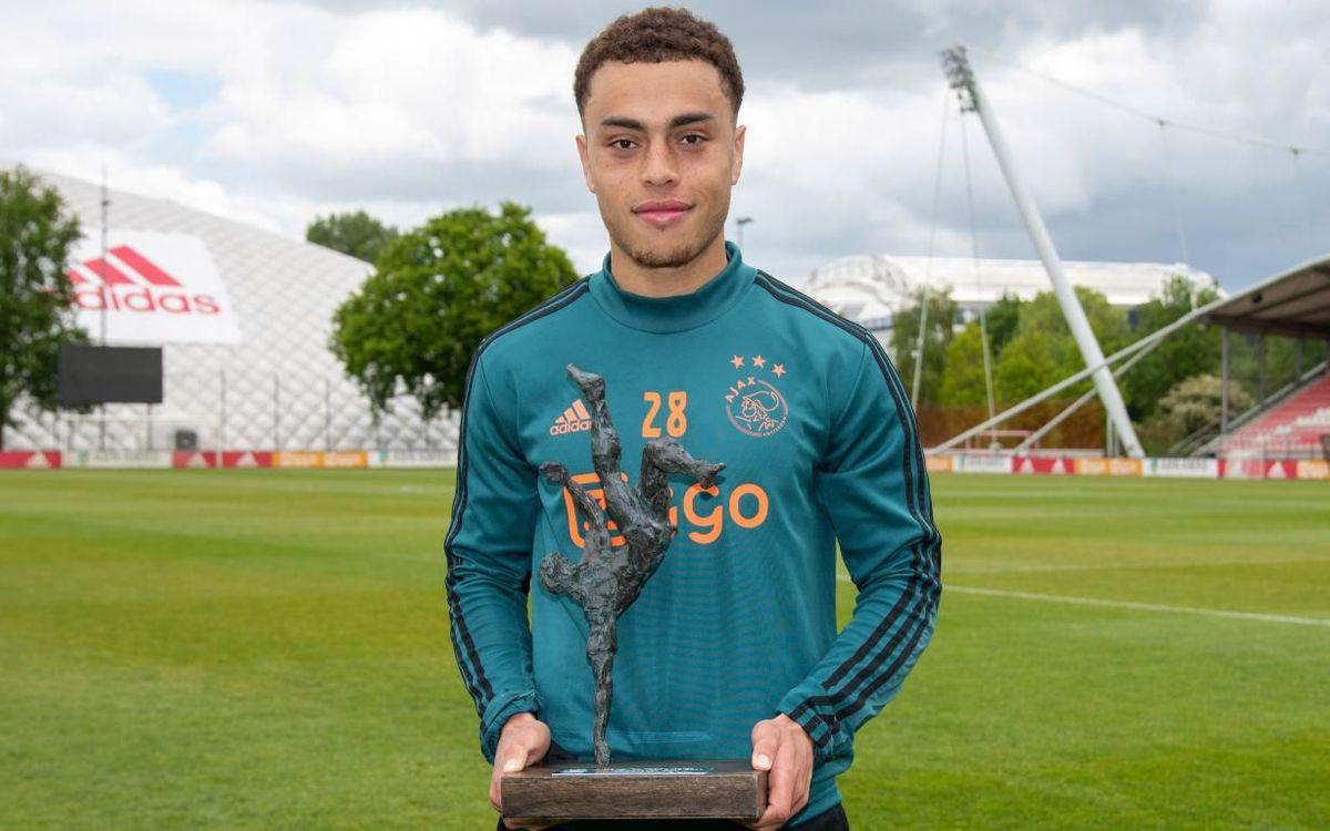 Dest a reçu le prix de Talent de l'Année de l'Ajax il a quelques mois.