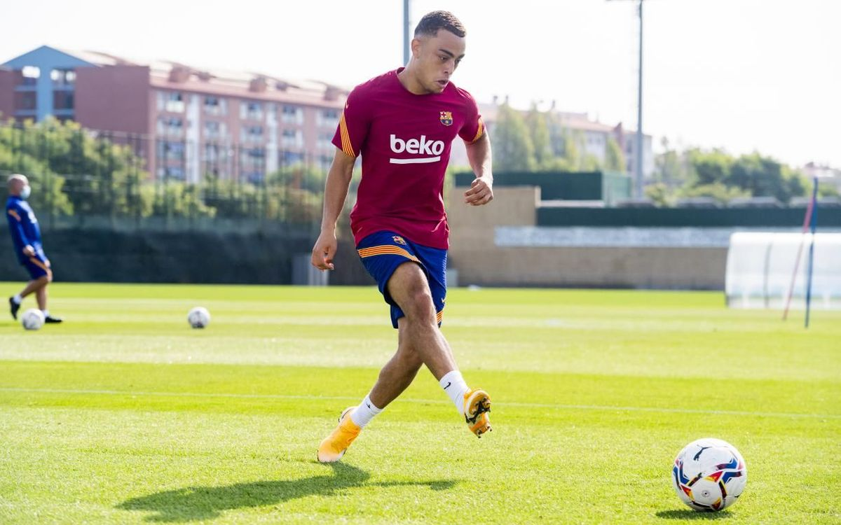 Dest trains at Barça: 'This is awesome'