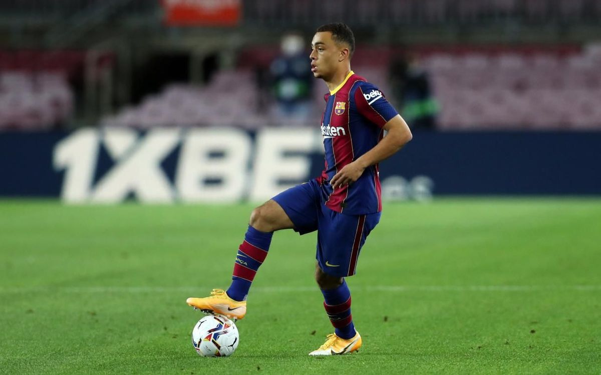 Sergiño Dest debuta con el Barça