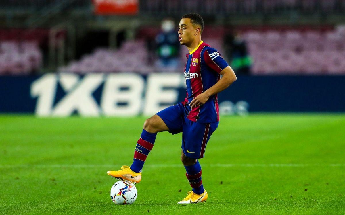 Sergiño Dest makes his debut for Barça