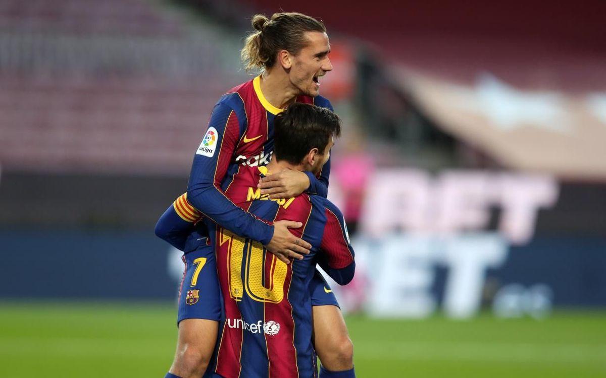 Griezmann y Messi celebran un gol contra el Betis.