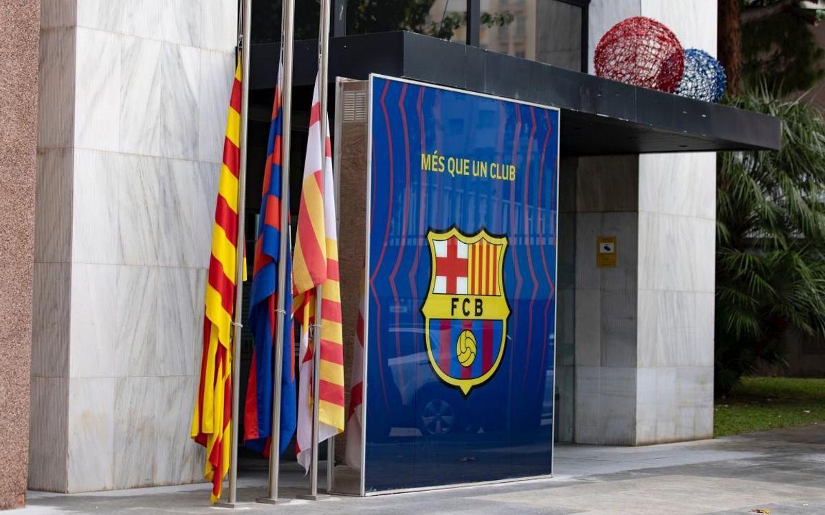 El Camp Nou, de dol per Maradona