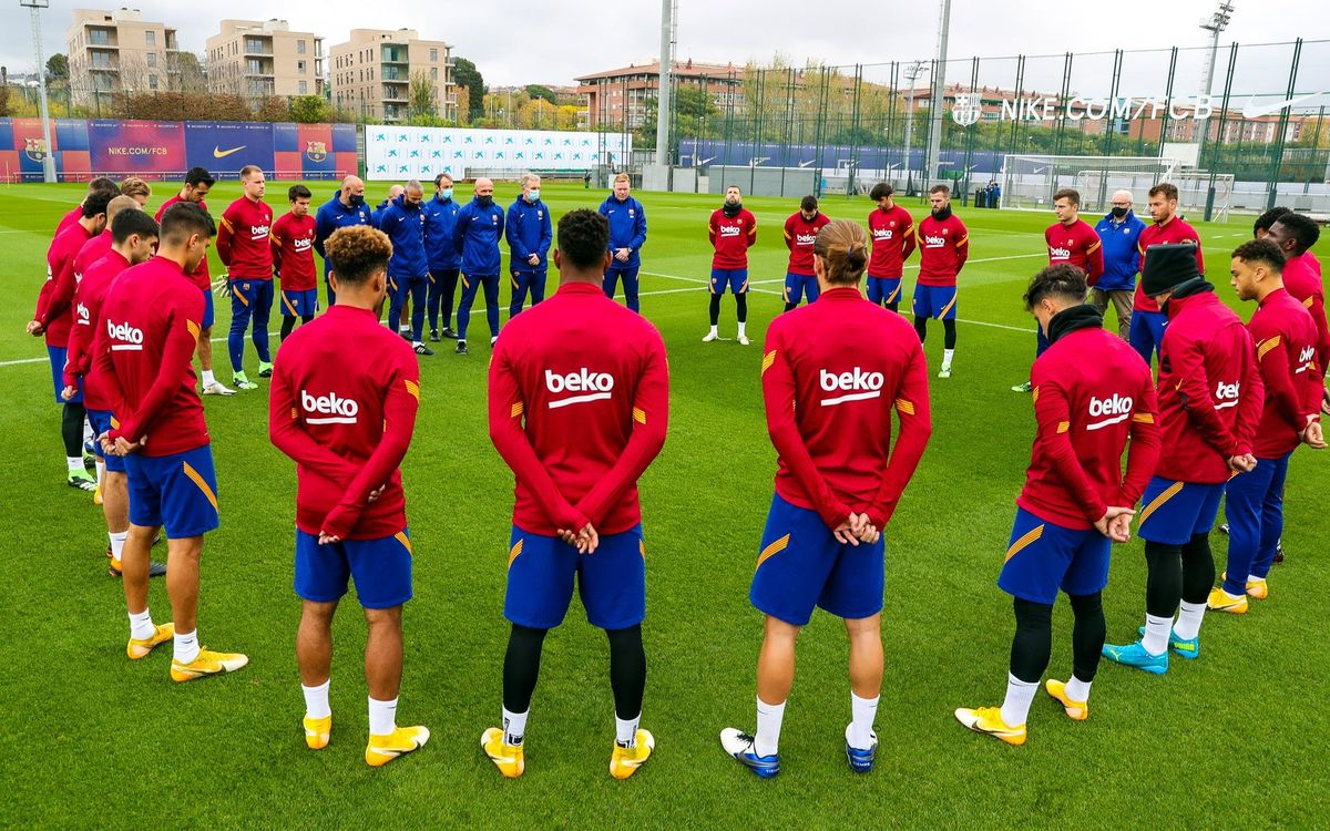 Minute's silence for Maradona before training