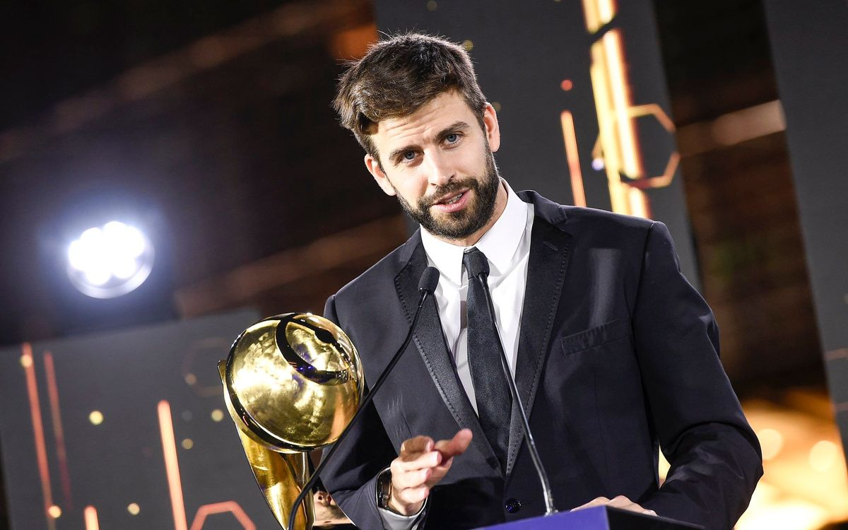 Gerard Piqué, given the 'Player Career Award' by 'Globe Soccer'