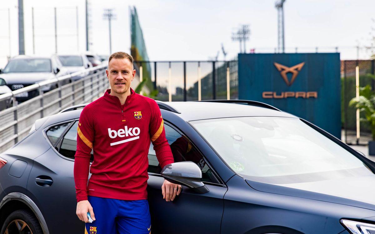 Los jugadores del Barça, a los mandos de sus nuevos CUPRA