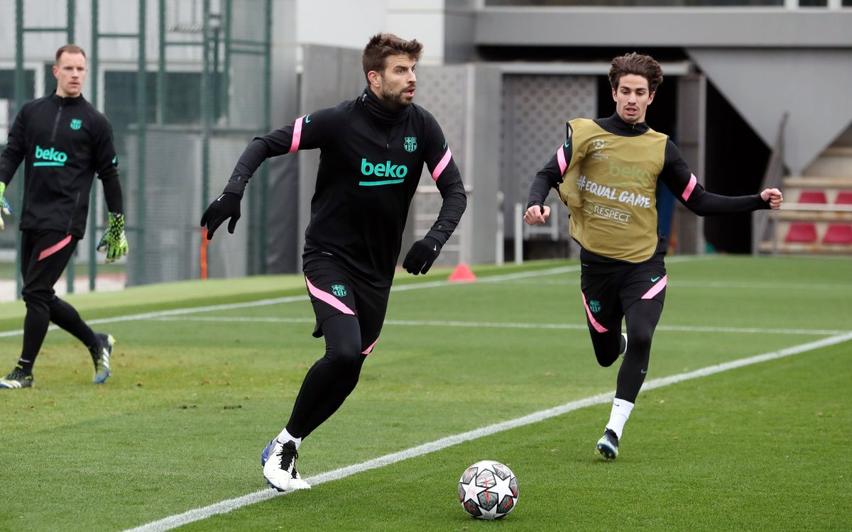 Piqué joins training