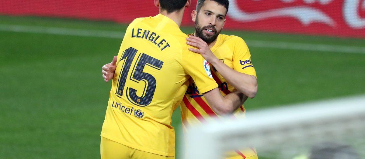 El Barça recorta dos puntos al líder