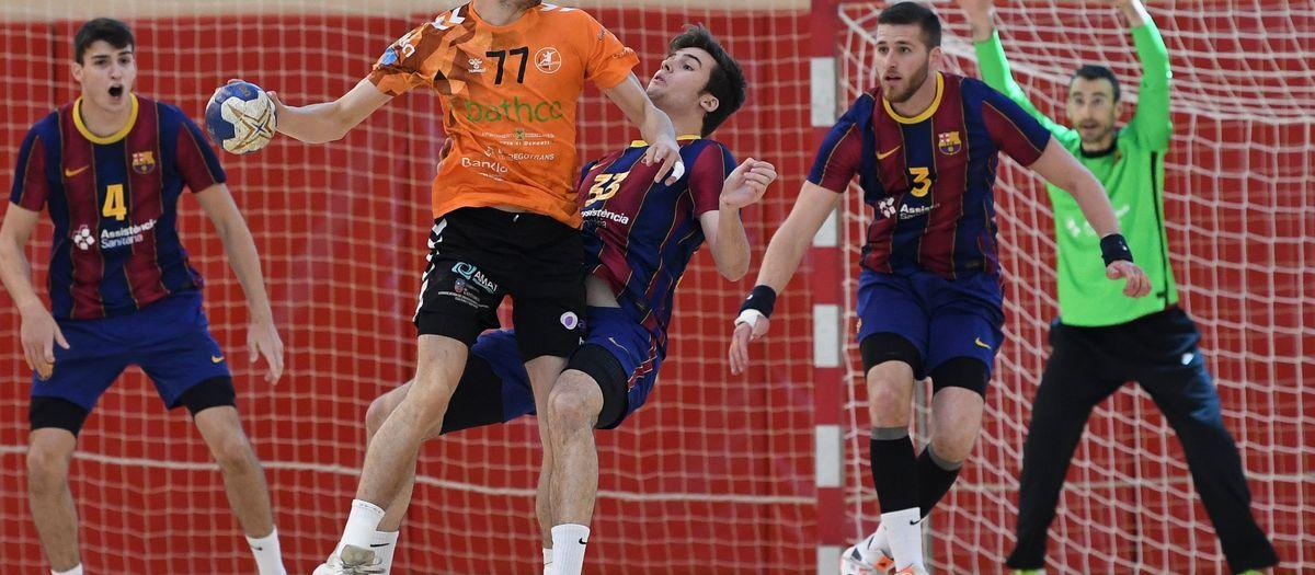 Barça B – BATHCO BM Torrelavega (26-34): Derrota davant el líder