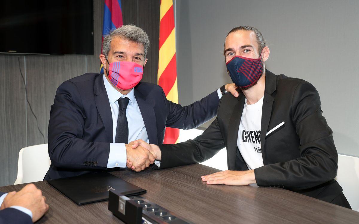 Òscar Mingueza staying until 2023
