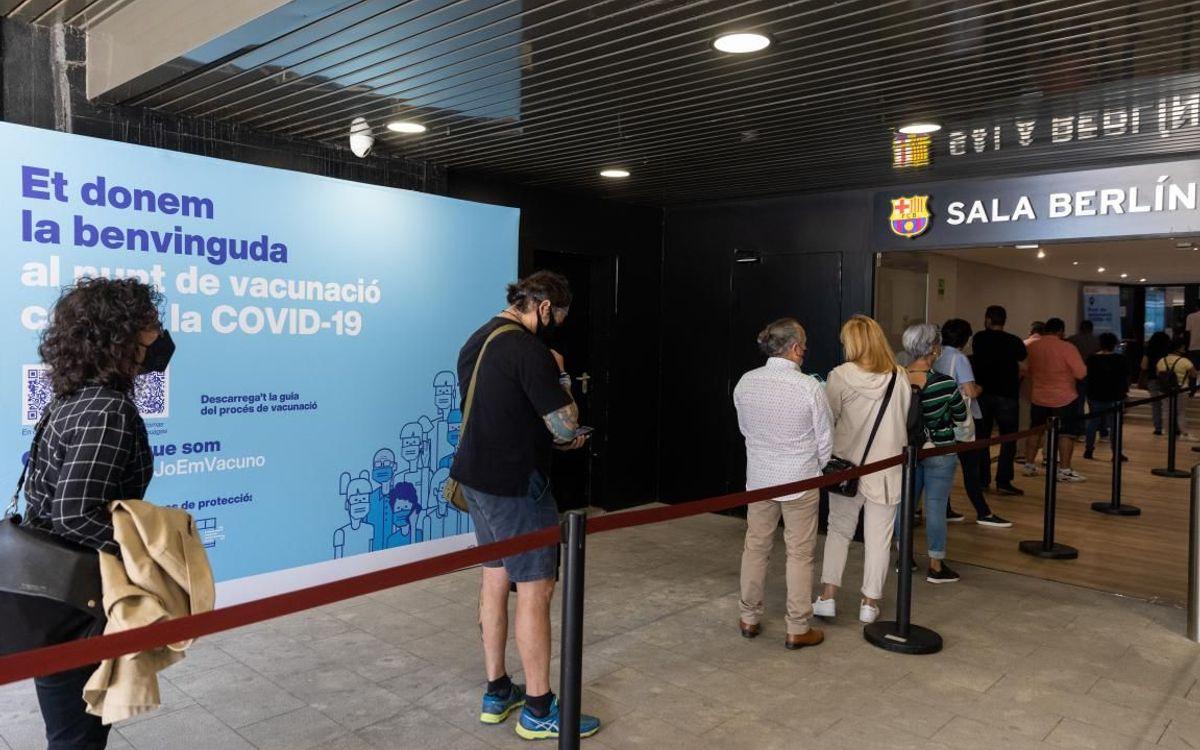 Comienza la vacunación contra la Covid-19 en el Camp Nou