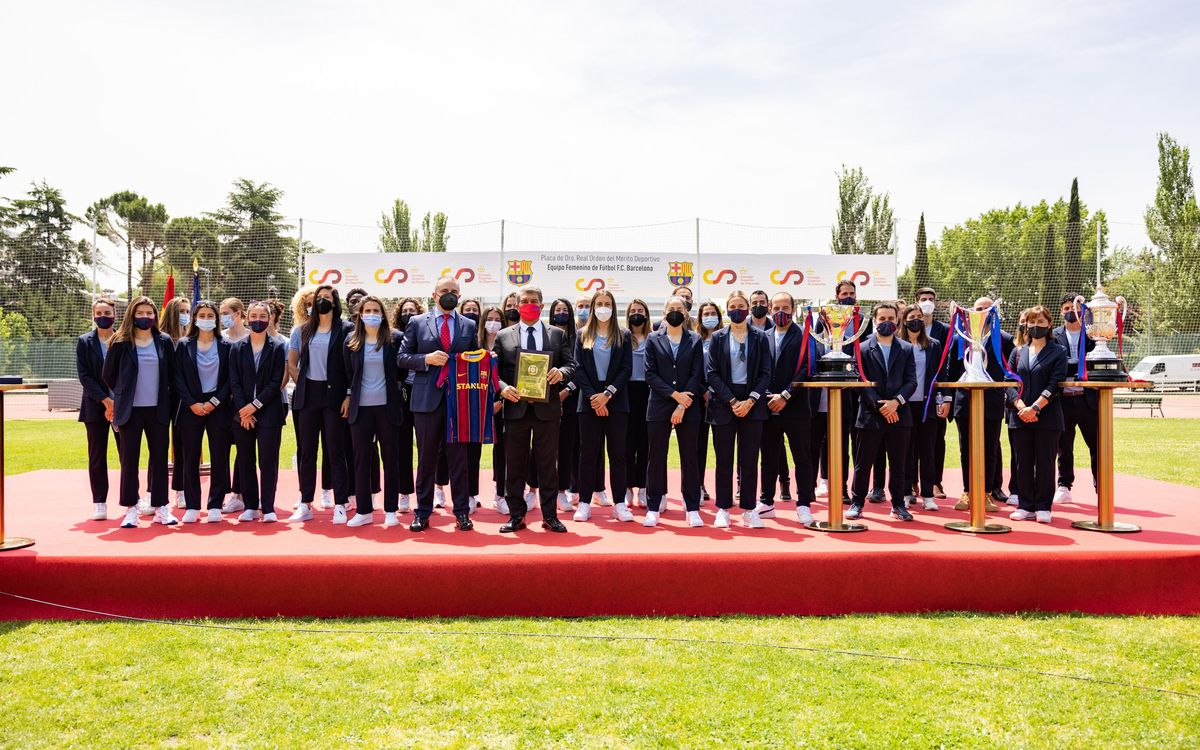 El Femenino recibe la Placa de Oro al Mérito Deportivo