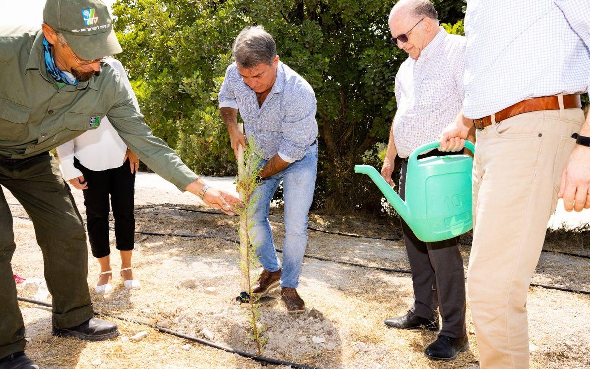 El presidente Laporta participa en la ceremonia de plantación de un árbol en las colinas de Jerusalén