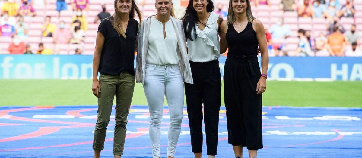 カンプノウ、ベスト女子プレーヤーを祝福