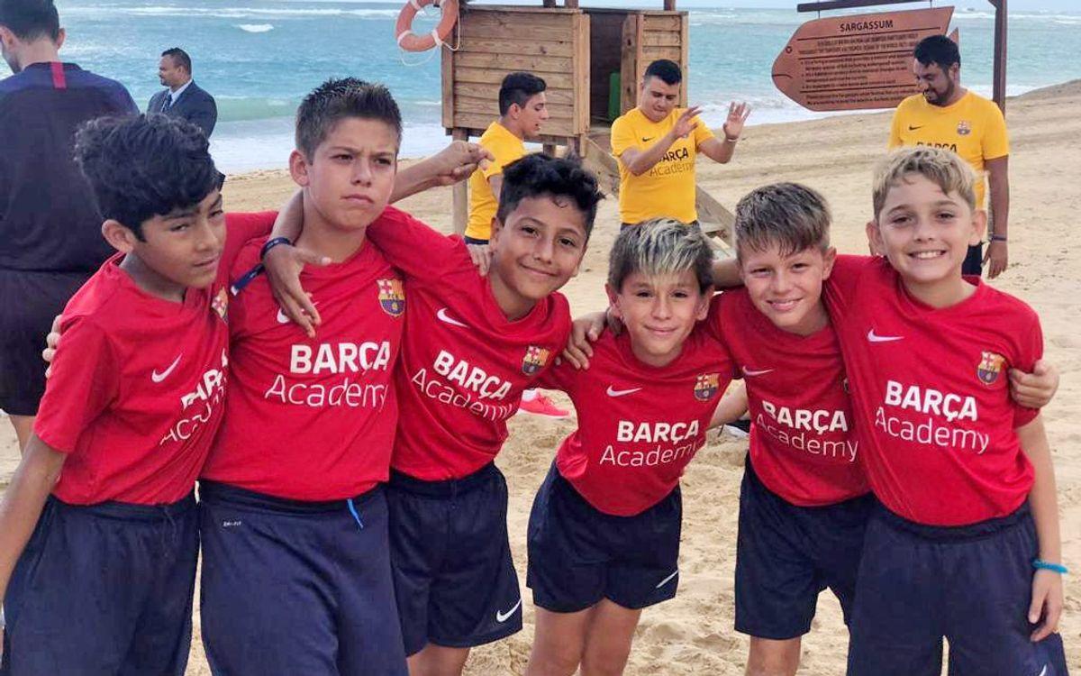 Moments d'esbarjo durant la Barça Academy Las Américas Cup