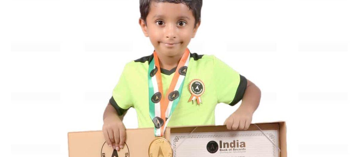 Un jugador de la Barça Academy Delhi, en el libro de la India de los récords