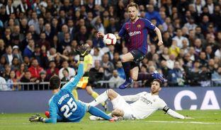 Best Goal Ever 47  Alexis Sánchez v Real Madrid 10f00399f2d53