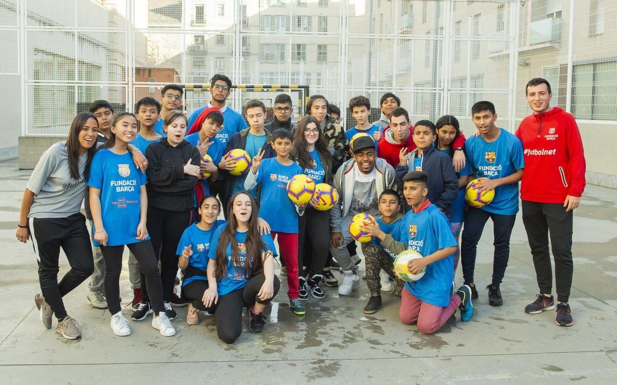 Malcom visita niños y niñas beneficiarios de la Fundación en el Raval