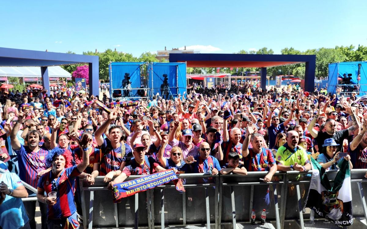 Gran ambient a la Barça Fan Zone Estrella Damm