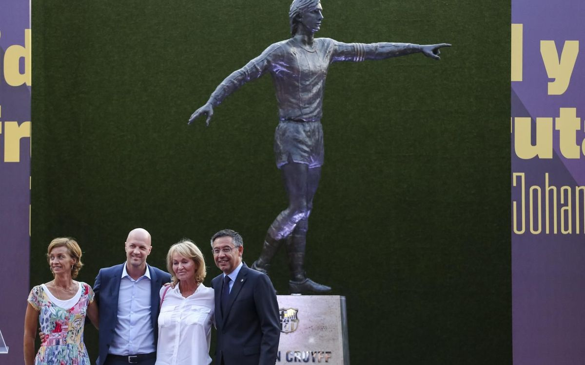 Johan Cruyff statue unveiled at Camp Nou